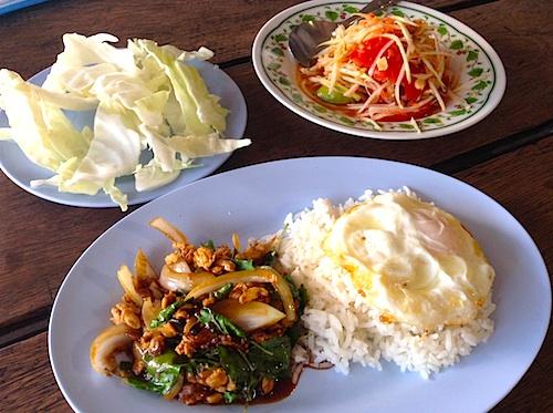 タイ旅行記4日目:チェンマイのタイ料理はどこで食べても旨い