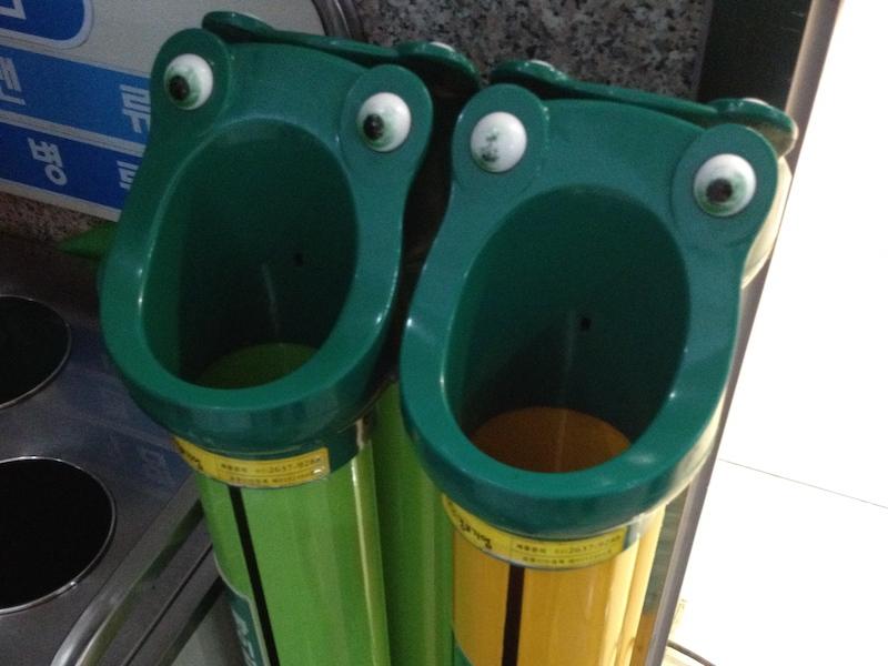 カエルのゴミ箱