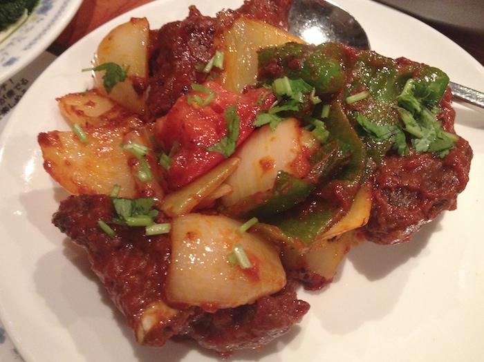 クンビラ肉料理