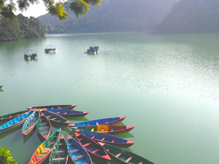 フェワ湖とボート