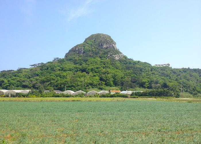 伊江島の城山(たっちゅー)