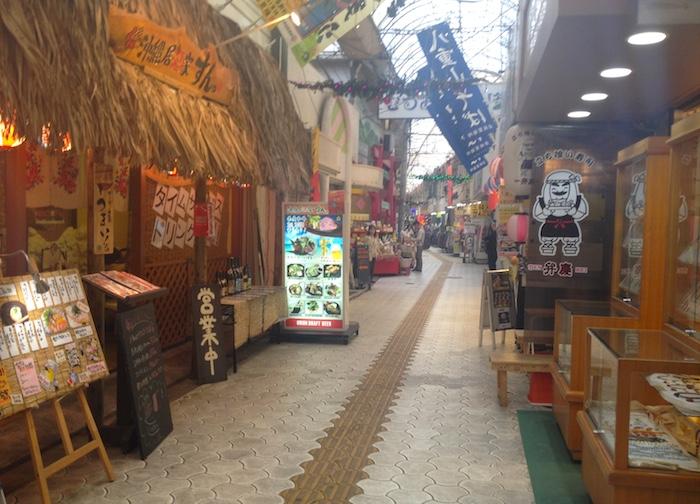 沖縄のアーケード街
