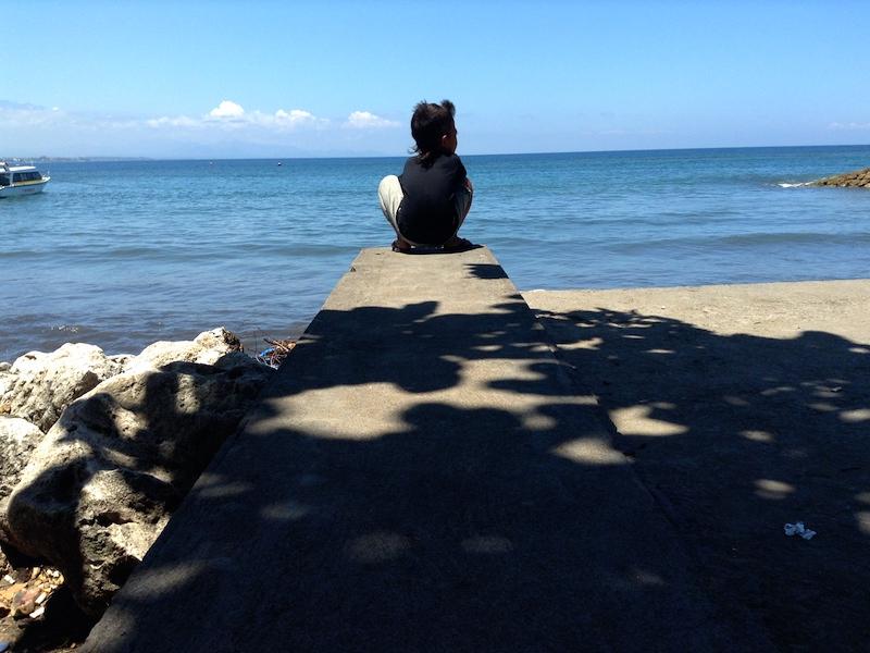 サヌールの海と少年
