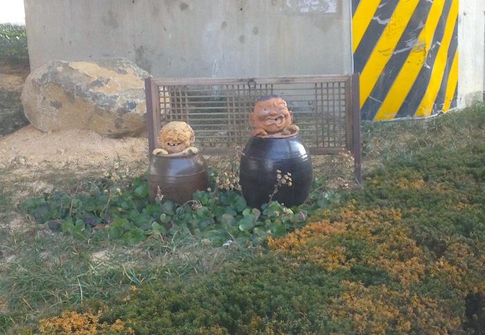 釜山にあったキムチの壷から変な人